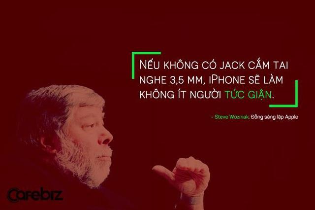 Steve Wozniak, đồng sáng lập Apple, nhận định trước tin đồn cho rằng thế hệ iPhone mới sẽ không có jack cắm tai nghe 3,5 mm.