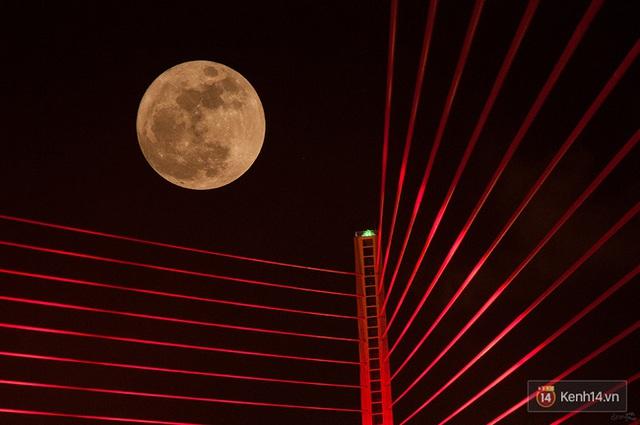 Siêu trăng hút hồn ở Đà Nẵng (Ảnh: KhaThinh)