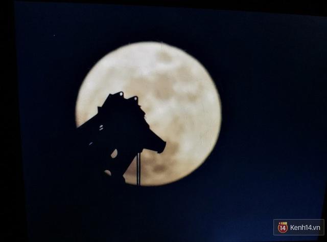Siêu trăng đẹp lộng lẫy ở Đà Nẵng qua góc máy của bạn khathinh.