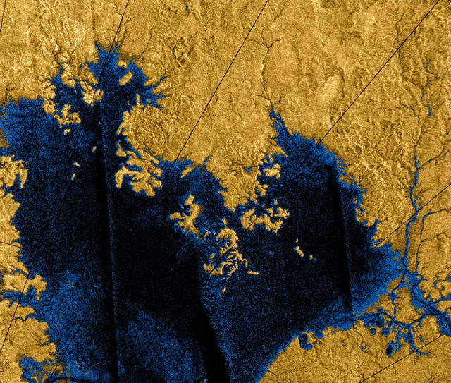 Những chiếc hồ trên hành tinh Titan, trông chúng giống như những chiếc hồ bình thường trên Trái Đất ngoại trừ việc chúng rất dễ bốc cháy khi có sự xuất hiện của khí Oxy