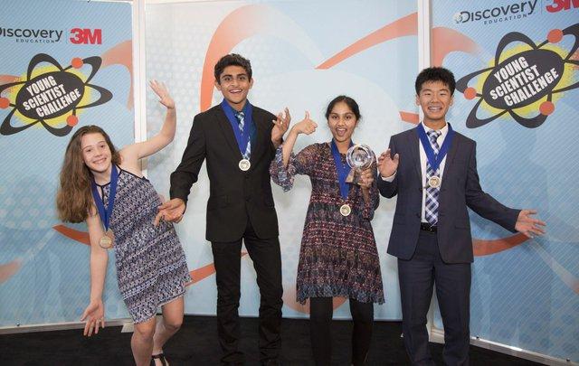 Những em đạt giải nhất, theo thứ tự từ trái sang phải gồm cóAmeliaDay -RohanWagh -MaanasaMendu(giải Nhất) - KaienYang.