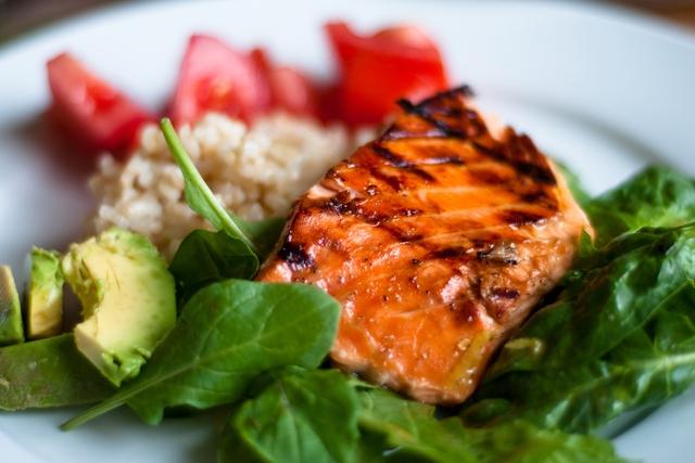 Chỉ 85 gam cá hồi có thể chứa đến 450 IU vitamin D