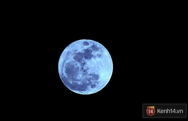 Siêu trăng ở Cầu Mống, TP.HCM. (Ảnh: Quỳnh Trân)