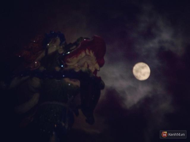 Cùng ngắm siêu trăng tại quận 8, TpHCM. (ảnh: Minh Kỳ)