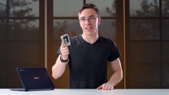 Anh chàng Austin Evans của chúng ta sẽ thử nghiệm USB Killer với một vài thiết bị điện tử