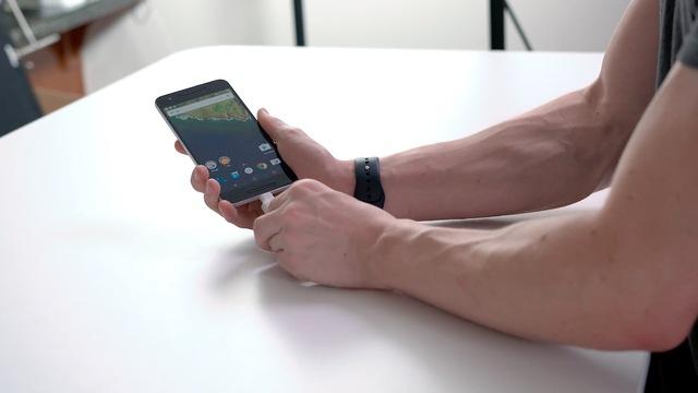 Cuối cùng hay thử USB Killer với chiếc smartphone Nexus 6P - flagship năm ngoái của Google