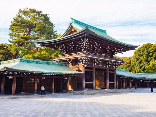 Nơi đây có các công trình kiến trúc đền thờ tôn giáo lớn của thủ đô.