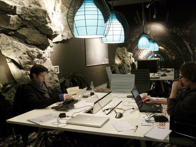 """Căn phòng có hình dáng """"hầm hố"""" này ở Zurich trông như một hang động kỳ bí, vì vậy có vẻ như nó không phù hợp cho những người hơi yếu tim, sợ không gian chật kín."""