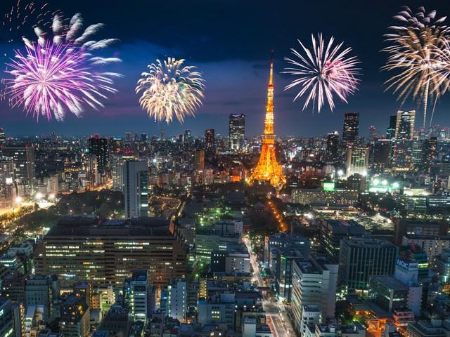 Pháo hoa đêm giao thừa ở Tokyo không thua kém gì London.