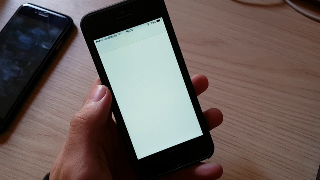 Sau khi mở file, ứng dụng Tin nhắn sẽ bị treo và không thể vào lại được nữa