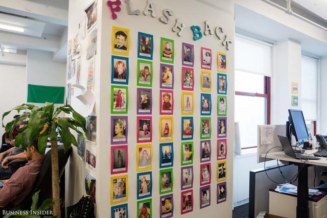 Để giữ trọng tâm vào sự nghiệp ở LinkedIn, các nhân viên sẽ mang những bức ảnh con cái cùng với lời nhắn họ mong muốn điều gì khi những đứa trẻ trưởng thành.