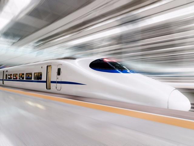 Sau khi đã thăm quan hết Kyoto, bạn có thể lên tàu cao tốc đến Tokyo, trên đoạn đường dài 500 km và mất khoảng 2 giờ và 20 phút.