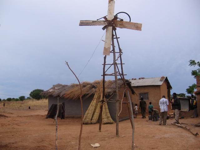Sản phẩm đầu tay của anh Kamkwamba.