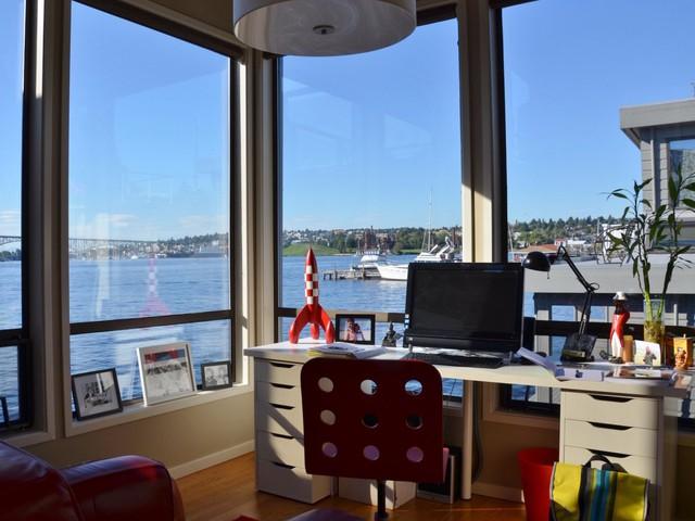 Làm việc tại nhà cũng không hay ho như bạn nghĩ. Những cánh cửa sổ bằng kính lớn cùng không gian bé nhỏ khiến việc làm những nội dung liên quan đến ảnh 3 chiều rất khó khăn, Motte nói.