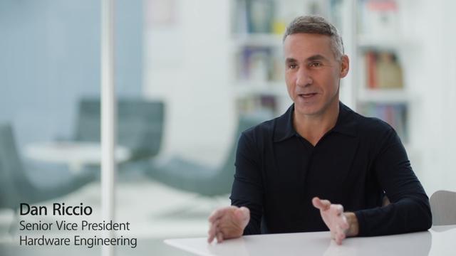 Dan Riccio - phó chủ tịch phụ trách thiết kế phần cứng của Apple