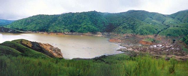 Hồ Nyos được hình thành trên miệng núi lửa ở phía tây bắc Cameroon.