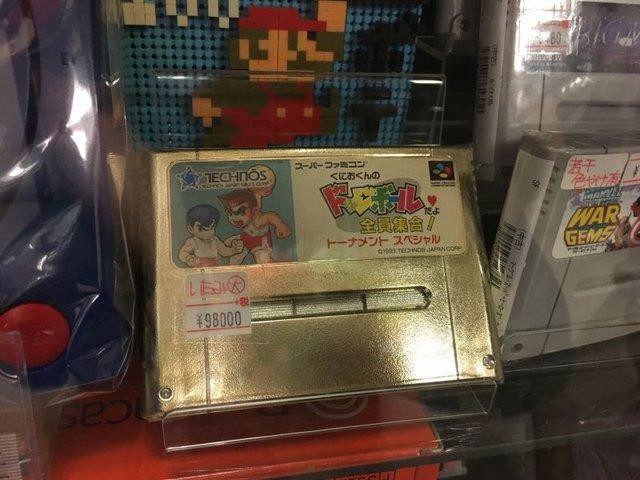 Băng game Kunio-Kun's Dodgeball dành cho máy chơi game Super Famicom (SNES) có giá khoảng 21,5 triệu đồng.
