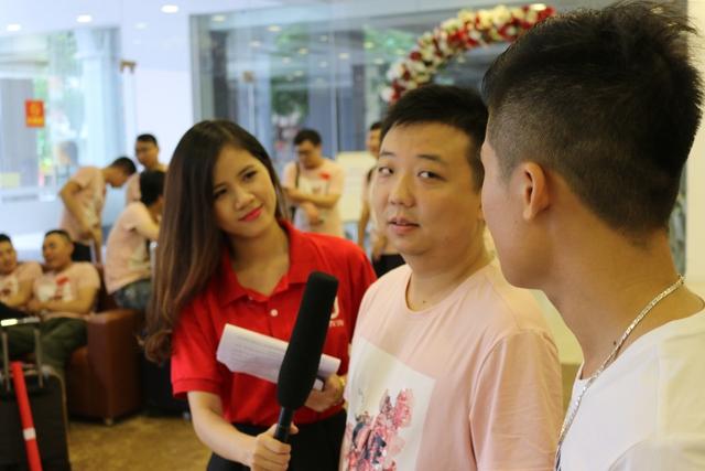 ShenLong thực hiện cuộc phỏng vấn ngắn ngay sau khi đặt chân xuống Hà Nội