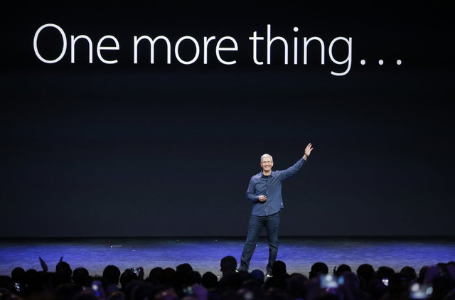 Tim Cook đã được ban cổ đông tán thành và lên nhận chức CEO sau khi Jobs về hưu. Apple đã tiếp tục phát triển một cách mạnh mẽ dưới thời Cook, trở thành công ty có giá trị nhất thế giới. Và những gì đã qua, như mọi người thường nói, giờ chỉ còn là quá khứ.