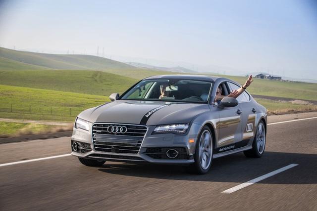 """Audi: Hiện tại, thương hiệu xe sang được coi là kỳ phùng địch thủ của Tesla đã có một vài sản phẩm hybrid. Năm ngoái, một mẫu A7 có nickname """"Jack"""" đã tự lái quãng đường 550 dặm (có sự can thiệp không đáng kể của con người) để dự CES 2016."""