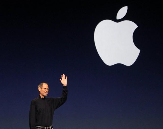 Đầu năm 2011, trước khi đi chữa bệnh lần cuối, Jobs đã thuyết trình hai lần cuối để giới thiệu sản phẩm mới: tháng 3 để giới thiệu iPad 2 và tháng 6 để ra mắt dịch vụ iCloud.