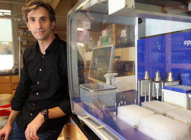 Eric Alm, một trong hai nhà khoa học đã tự nghiên cứu bản thân mình trong 1 năm