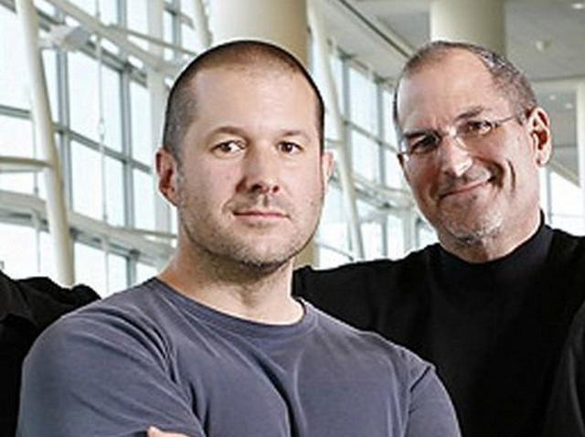 Trong nhiều năm, Apple đã luôn muốn mở rộng sang các lĩnh vực khác và làm ra một thiết bị có màn hình cảm ứng. Vào năm 2004, Jobs tổ chức một cuộc họp bí mật để thực hiện dự án Project Purple, với John Ive là người đứng đầu dự án. Ban đầu, Jobs muốn nó là một chiếc table, nhưng sau này concept đó lại trở thành một chiếc điện thoại.
