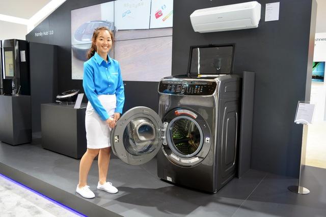 Samsung giới thiệu giải pháp giặt sấy linh hoạt FleshWash tại SEAO Forum 2017.