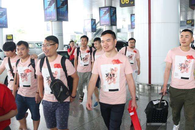 Sau một chuyến bay không quá dài, tinh thần các game thủ đều rất vui vẻ và thoải mái.