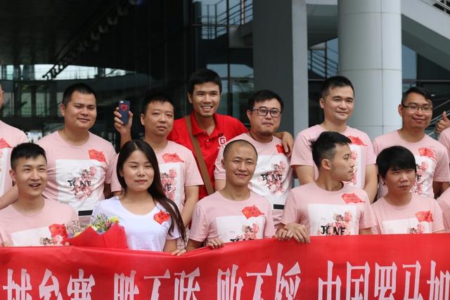 Khẩu hiệu của đoàn Trung Quốc khi sang Việt Nam thi đấu lần này là: Thắng không kiêu, bạn không nản.