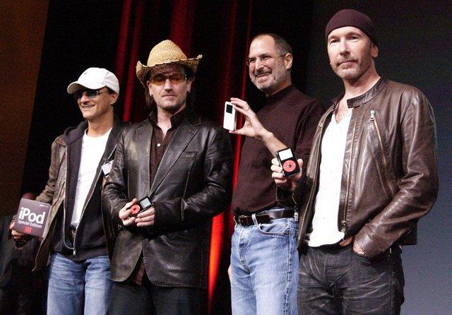 Chỉ trong vỏn vẹn 6 năm, Apple đã đi từ một tràng cười của giới cộng nghệ thành một cái tên hết sức đáng gờm. Và từ năm 2003 đến năm 2006, giá cổ phiếu của nó tăng từ chỉ 6 USD một phiếu lên 80 USD một phiếu. Apple vẫn thua kém Microsoft ở mảng thị phần, tuy nhiên họ vẫn kiếm được rất nhiều tiền. Những ca sỹ nổi tiếng như John Mayer hay U2 cũng xuất hiện tại các sự kiện của công ty này.