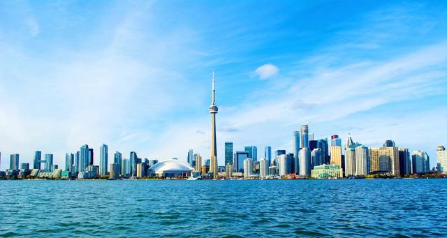 Đến nay thành phố này chứa đầy những công trình kiến trúc đầy tham vọng như CN Tower và Rogers Center.