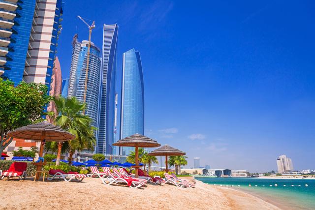 Đến nay thành phố này đã trở thành một điểm thu hút khách du lịch với những tòa nhà chọc trời lấp lánh phía sau thành phố.