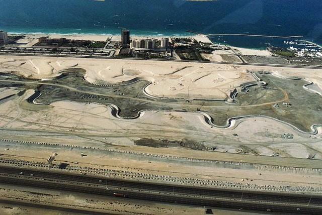 Năm 2000, khu vực Marina của Dubai hầu như bị bao vây bởi khỏi bụi.
