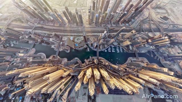 Đến nay Dubai đã trở thành một thành phố với những tòa nhà chọc trời.