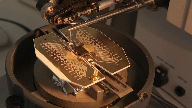 Nguyên mẫu lõi của một máy tính lượng tử sử dụng ion làm qubit.