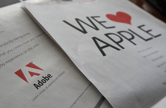 iPhone và iPad đã vô tình gây ra một cuộc chiến về tiêu chuẩn của internet. Jobs nghĩ rằng Adobe Flash - lúc bấy giờ là tiêu chuẩn của những nội dung tương tác trên web, rất chậm và thiếu bảo mật. Chính vì vậy mà các thiết bị di động không thèm hỗ trợ nó nữa. Adobe, nhận thấy mối nguy hại này, đã xuất bản những tờ quảng cáo, xin xỏ Apple hãy suy nghĩ lại.