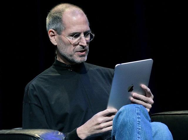 Mãi cho tới năm 2010 thì Jobs mới cho ra mắt chiếc máy tính bảng Apple iPad, thứ mà ông muốn có từ đầu những năm 2000.