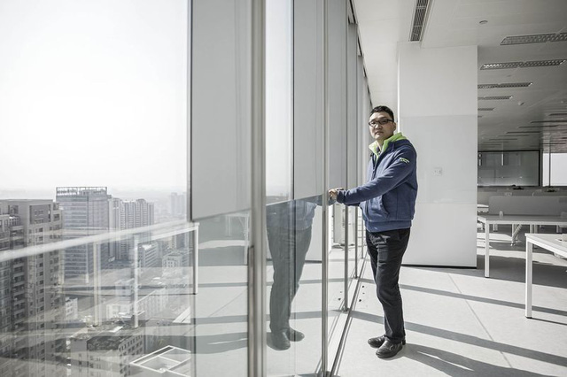 Huang tại văn phòng PDD tại Thượng Hải