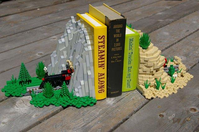 Bộ kẹp sách LEGO tàu anh qua núi, rất thú vị và đẹp mắt