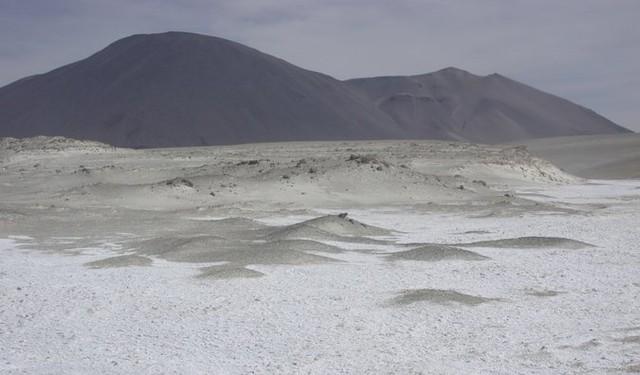Những cồn cát phủ kín pha lê
