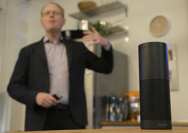 Loa Echo với trí tuệ nhân tạo Alexa bên trong.