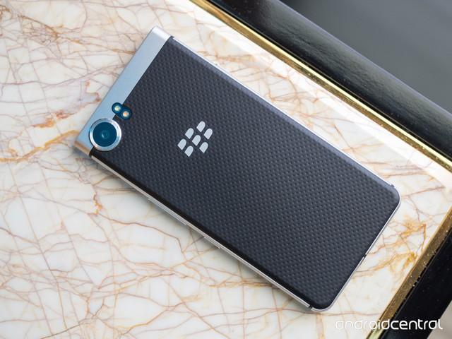 Logo BlackBerry quen thuộc vẫn được giữ lại