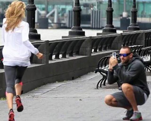 Lục tục đi theo cả cây số chỉ để thực hiện những bức ảnh tập thể dục cảnh như thế này