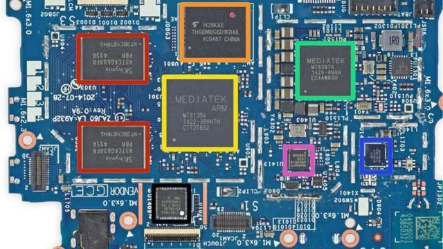 CPU đóng vai trò như bộ não xử lý trên điện thoại thông minh.