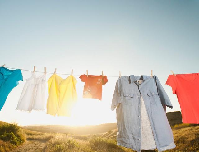 Phơi quần áo dưới nắng là một cách hiệu quả để tiêu diệt vi khuẩn và mầm bệnh