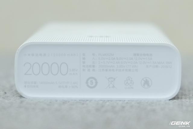 Chiếc pin dự phòng này hỗ trợ sạc nhanh QC 3.0 với ba dòng ra 5V/2.4A, 9V/2A, và 12V/1.5A