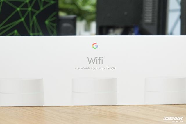 Ở mặt trước là hình ảnh của thiết bị kèm dòng chữ Hệ thống Wi-Fi bởi Google