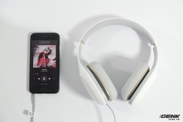 Chất liệu chủ đạo của chiếc tai nghe này là nhựa ABS