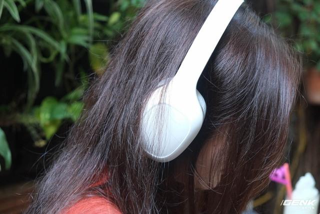 Kích thước nhỏ của earcup khiến cho phần da của Mi Comfort Headphone tiếp xúc vào vành tai của người nghe, tạo cảm giác bí bách trong thời gian dài